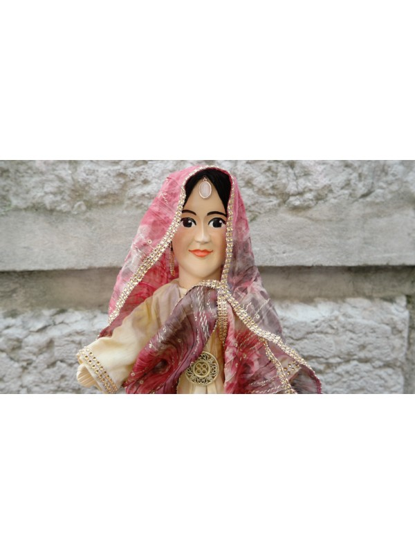 Marionnette l'Indienne chez Souvenirsdelyon.Com